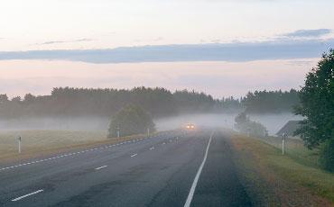 Bilväg i morgondis